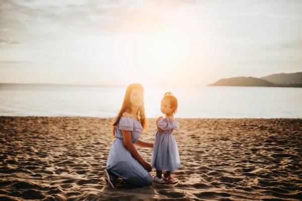 Mutter Kind Alleinerziehend Strand Meer Urlaub Reise